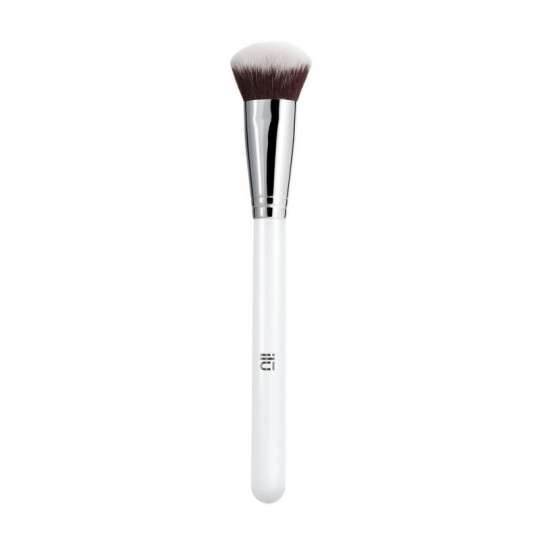 ilū 109 Strong Foundations Angled Foundation Brush Pinceau pour fond de teint